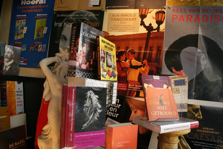 winkelen amsterdam boekhandel zwart op wit