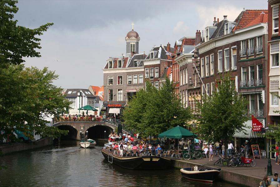Shopping at the best shops stores and restaurants in Leiden